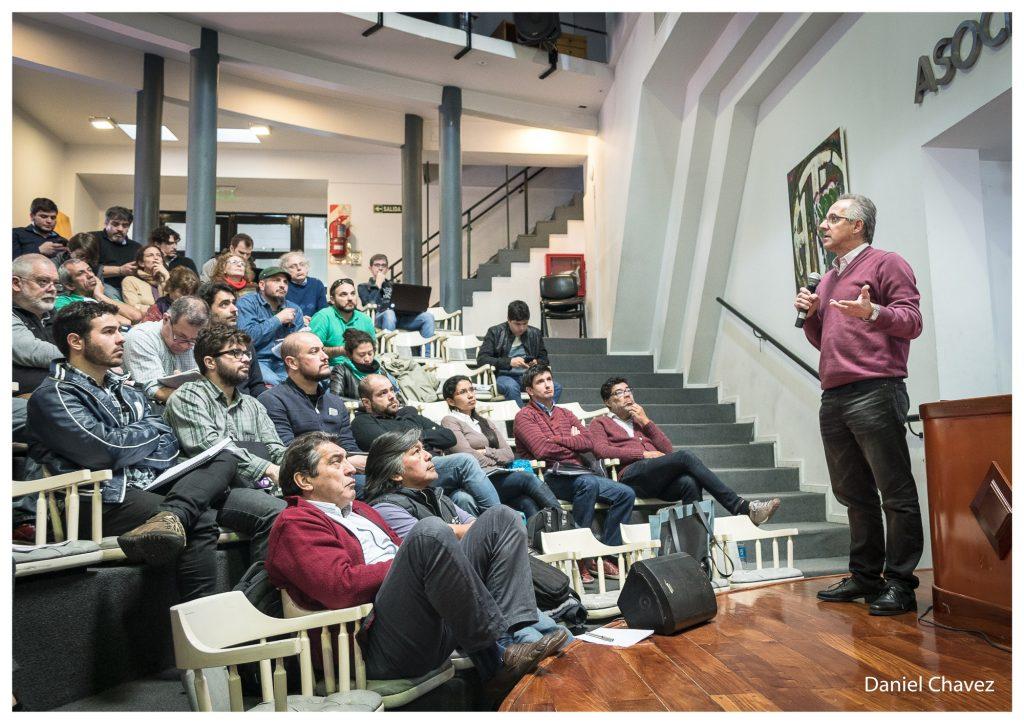 """Pablo Bertinat: """"Debemos construir una lógica de manejo de la energía como derecho y no como mercancía""""."""
