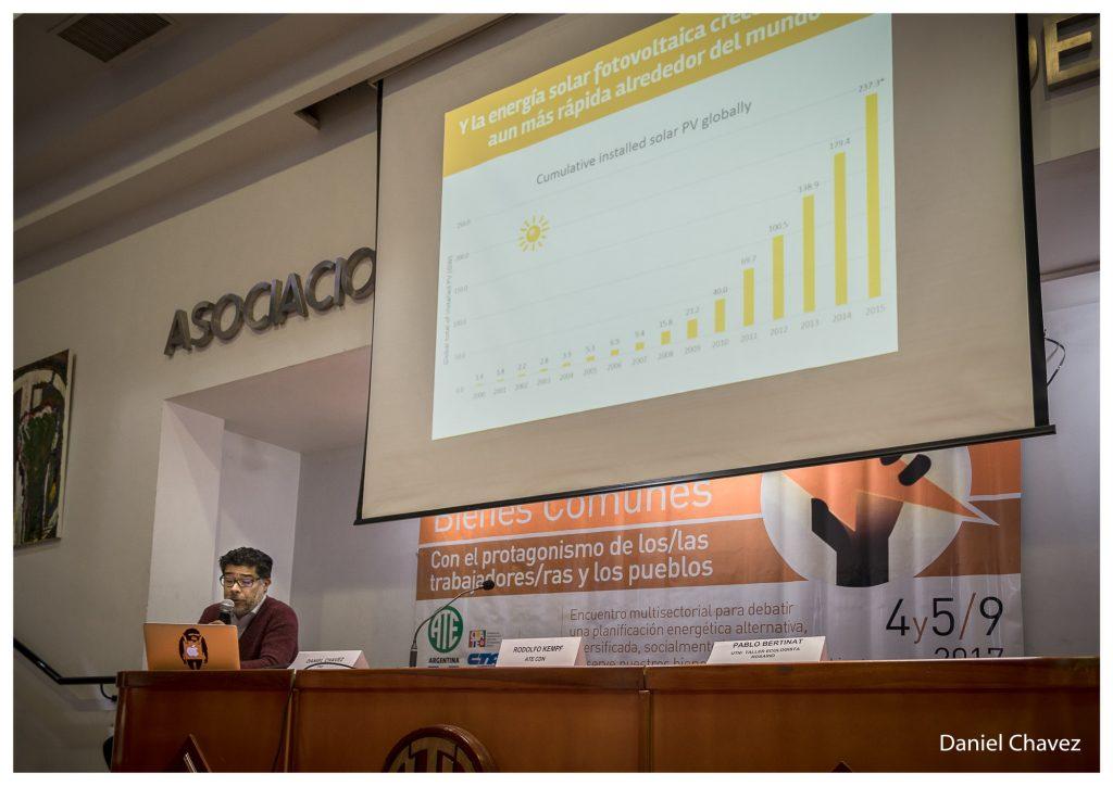 """Daniel Chavez: """"Hoy, en el mundo, la generación de energía en base a fuentes renovables no convencionales todavía no llega al 5% del total""""."""