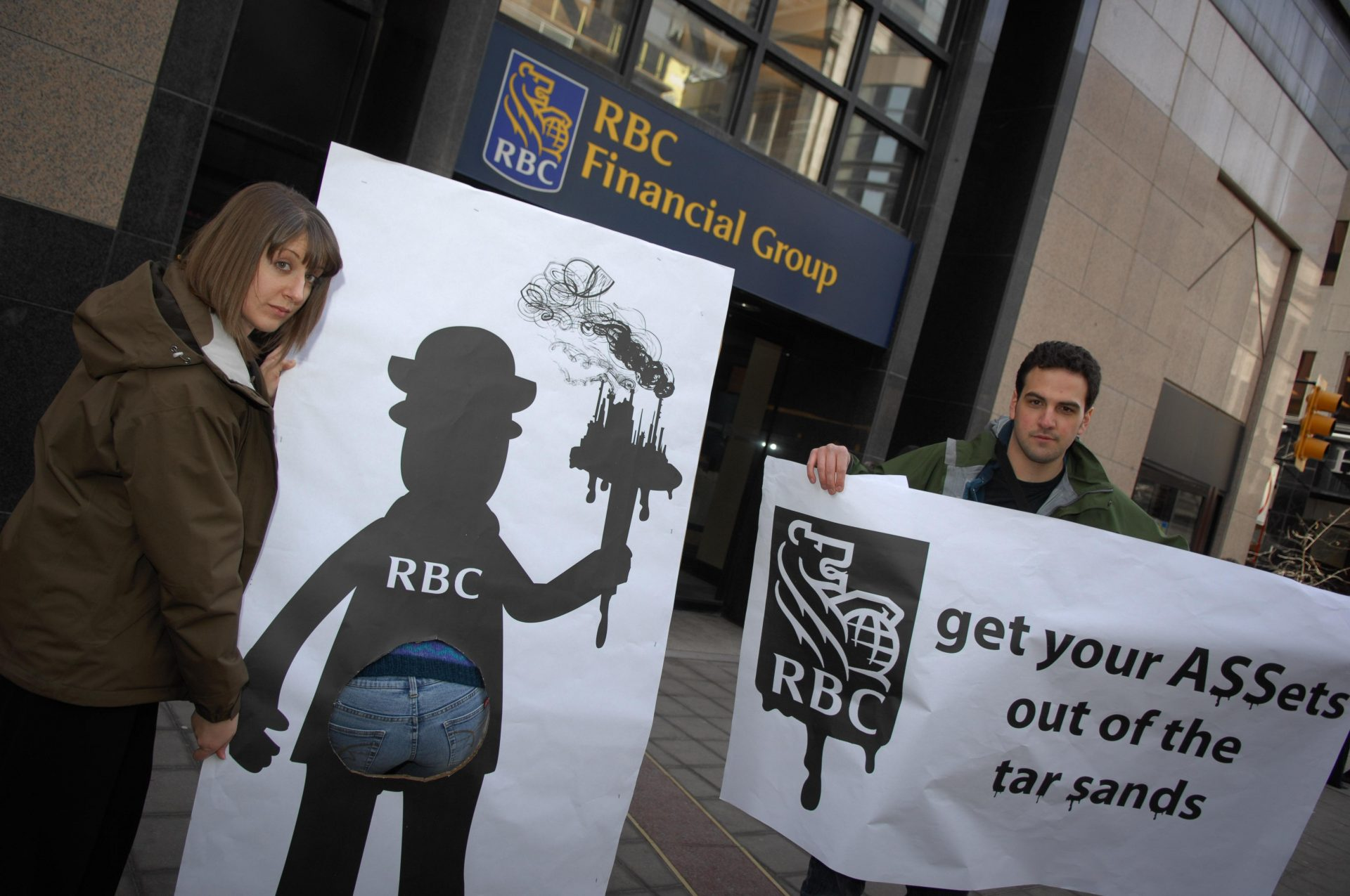 Protestors rallying outside of Royal Bank of Canada's (RBC's) Annual general Shareholder meeting (AGM) in Toronto to demand end to financing tarsands. Credit: Tavis Ford/Flickr | CC 2.0
